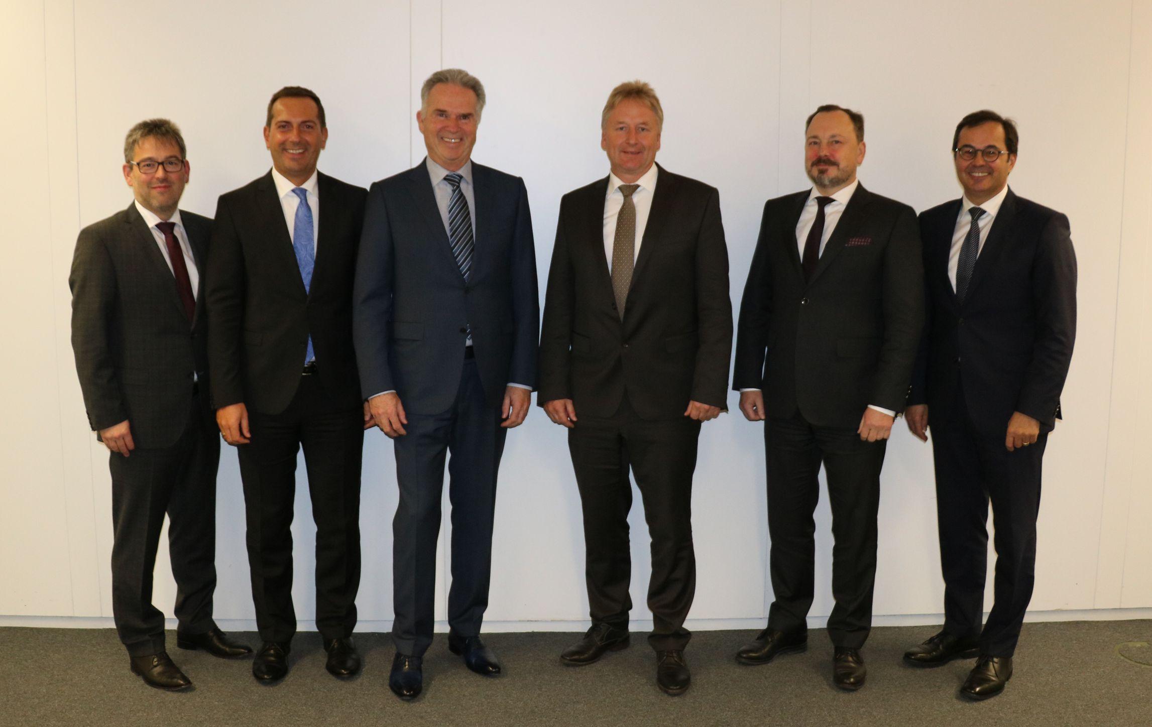 Vorstand mit Aufsichtsratsvorsitzenden